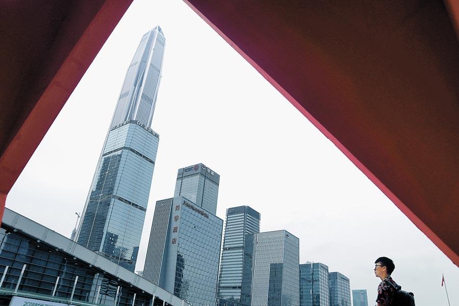 站在大陸改革開放最前沿的深圳,發展快速。圖為深圳第一樓平安金融中心。(中新社)