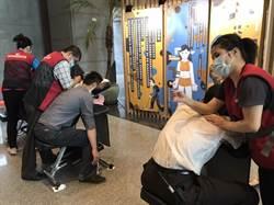 新北身障就業成果展 體驗免費視障按摩