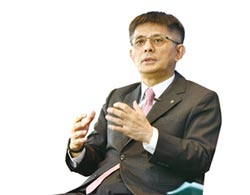 投入中小企業研究 董事長陳鳳龍專訪 中租打造台灣中堅實力