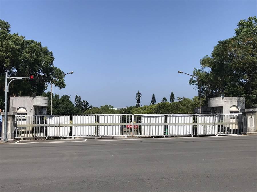 陸軍十軍團586旅后里營區發生上士墜樓身亡事件,軍警憲正調查意外發生原因。(王文吉攝)