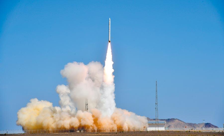 8月17日,捷龍一號運載火箭「一箭三星」首飛成功。(新華社)