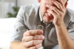 妻罹癌病逝 新郎忍淚辦婚禮網心碎