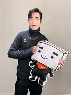 蕭敬騰畫全黑抱枕原因是... 曝過年親製書法送同事