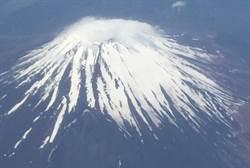 富士山山頂「初冠雪」似祝賀日皇德仁即位