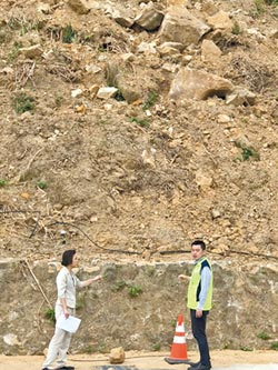 野柳隧道口巨石裸露 民眾心驚驚