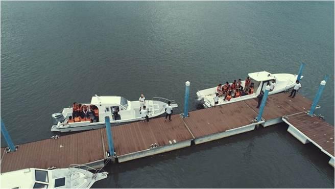 海訓中心指導員守護同學完成安全的遊河活動