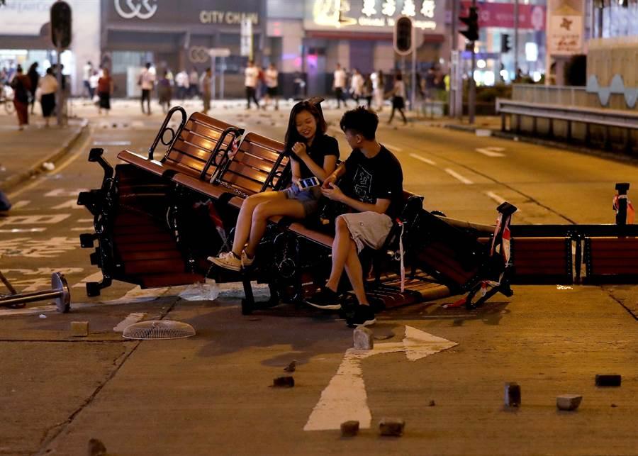 香港反送中示威抗議發展至今已達4個月餘,既已偏離原先反對修例的訴求,更偏離陳同佳案的性質。無論陳同佳是否來台接受審判,都不會改變反送中示威的情勢走向。(圖/路透)
