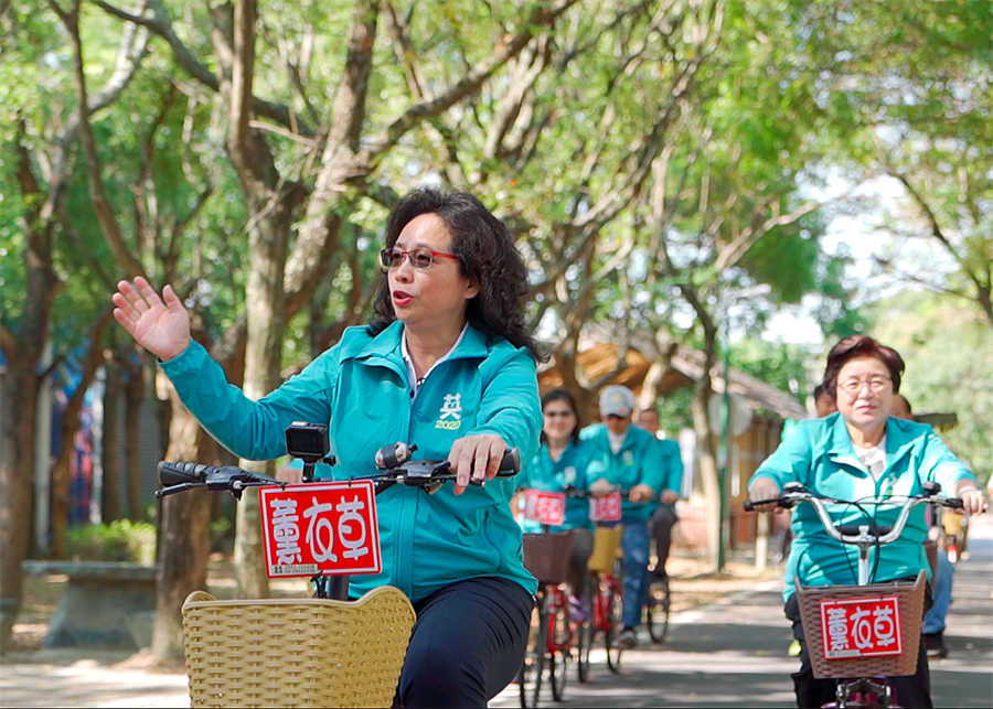 翁美春要以騎自行車的耐力承擔,有信心打贏立委選戰。(陳淑娥攝)