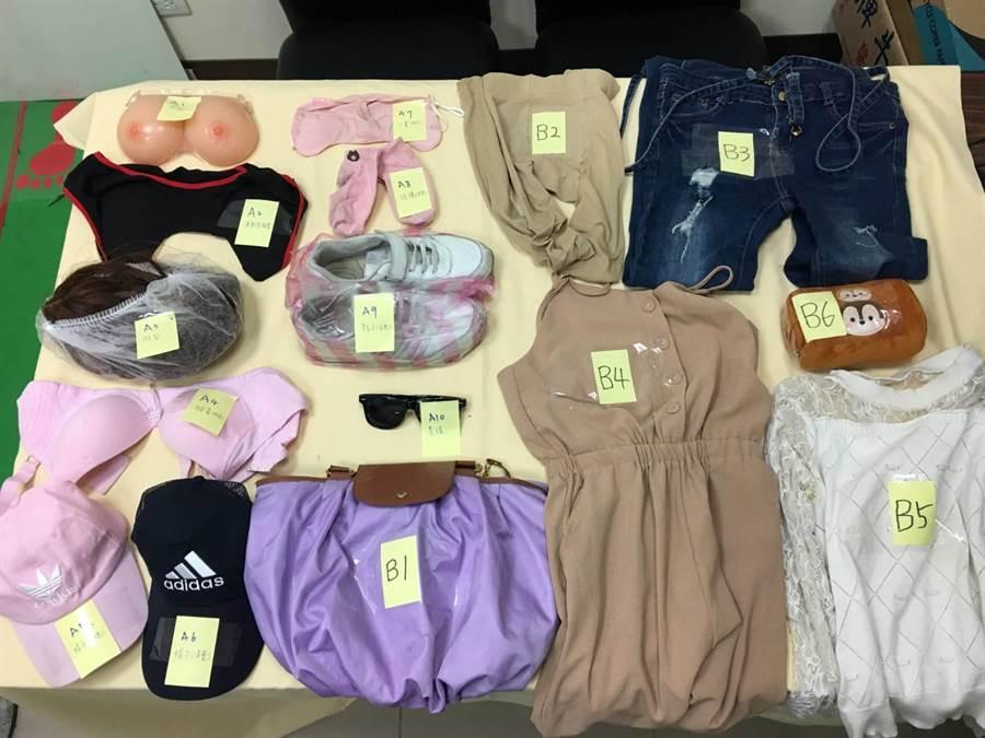 警方從戴嫌家中及車上搜出大批變裝女用衣飾。〔謝明俊攝〕