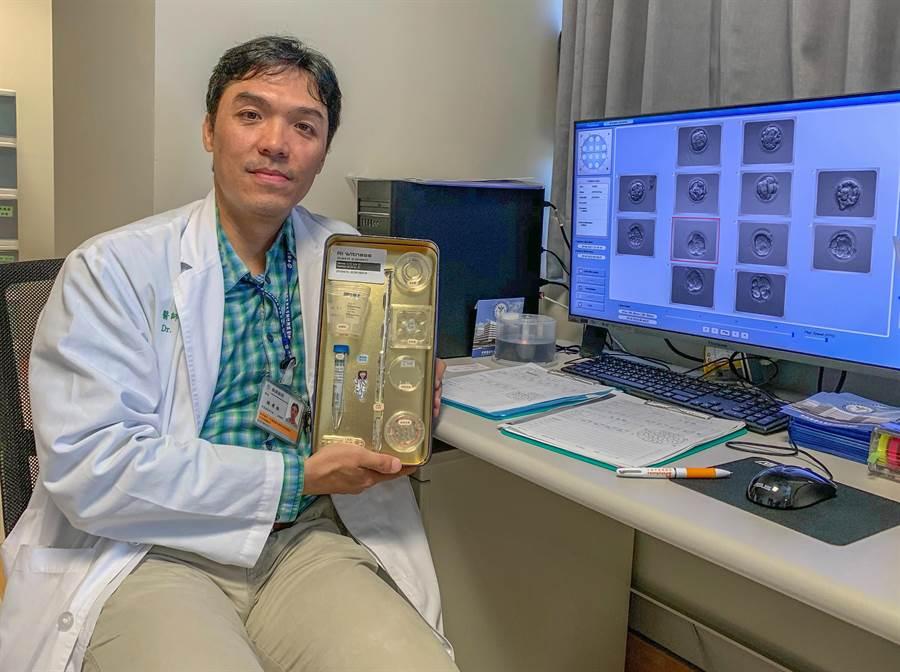 林孝祖說引進創新的「個人化辨識晶片系統」,試管療程夫妻的每個步驟都在晶片的監控下,不會在精卵配對或植入胚胎核對上出錯。(羅浚濱攝)