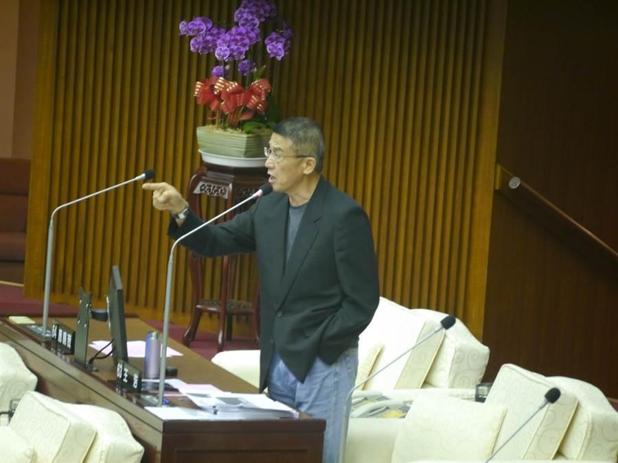 北市議員王浩要求祕書處媒事組借調人員全部歸建。(張穎齊攝)