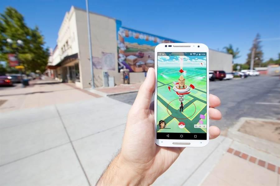 《Pokémon Go》開發公司 Niantic 宣布將在 2020 年推出線上多人對戰功能,並加入全球排名的機制,讓玩家對戰(目前僅限單人)功能更上一層樓。(達志影像/shutterstock提供)
