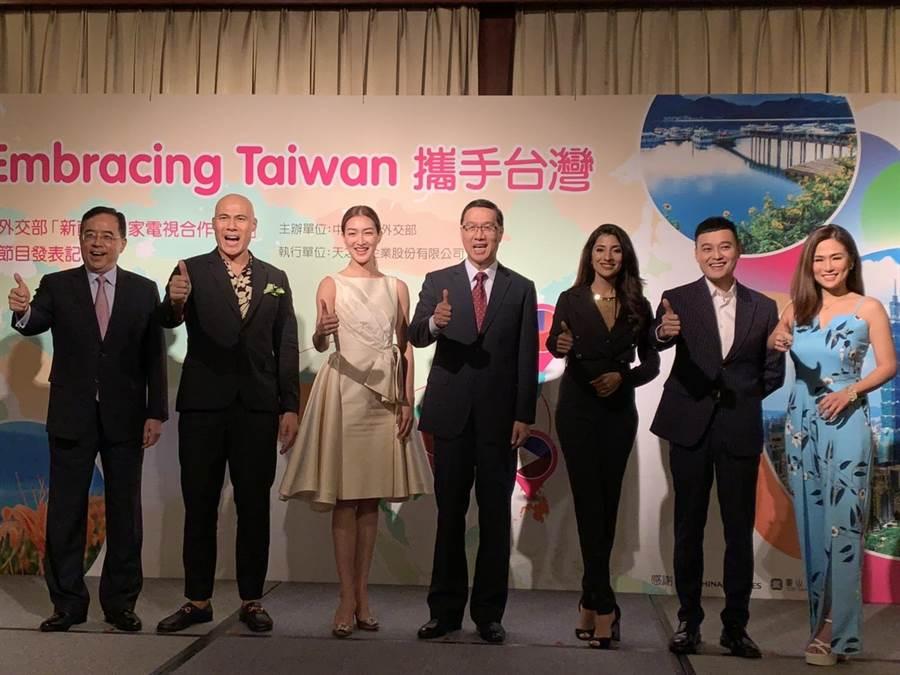 外交部攜手菲律賓、越南、印度、泰國四國電視台,以當地語言製播介紹台灣的節目,並由該國知名主播或網紅擔任主持人於黃金時段播出。(楊孟立攝)
