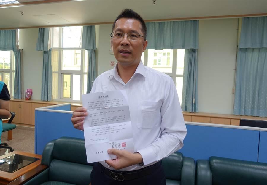 蘇俊豪是全台唯二的民進黨籍副議長,22日宣布退黨,他表示這個黨不太能夠接受基層民眾真實的感受,他不能繼續留著自己打自己。(周麗蘭攝)