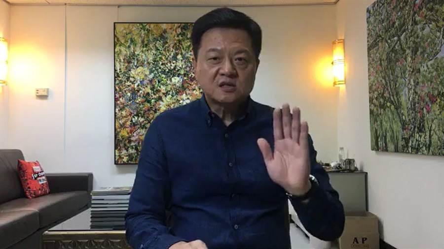 周錫瑋在臉書直播,痛批陳同佳案的處理,呼籲大家可以叫蔡總統「賣台妹」,民進黨的政治就是賣台的政府。(摘自周錫瑋臉書)