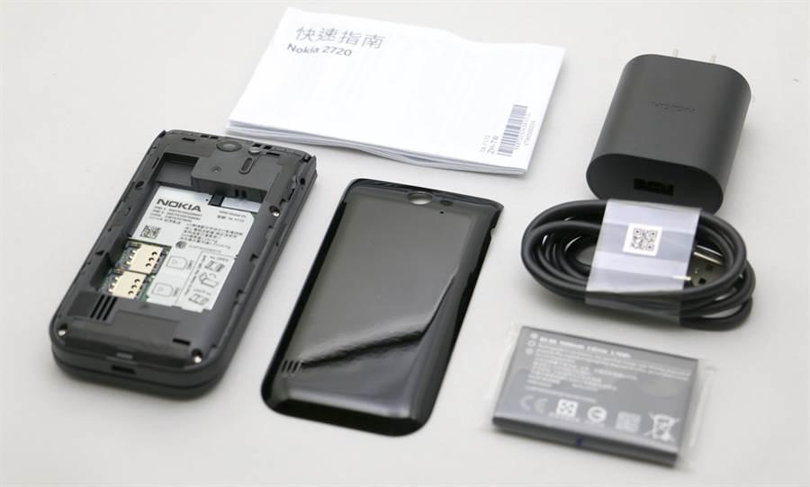 Nokia 2720包裝盒內配件(沒有附耳機)。(黃慧雯攝)