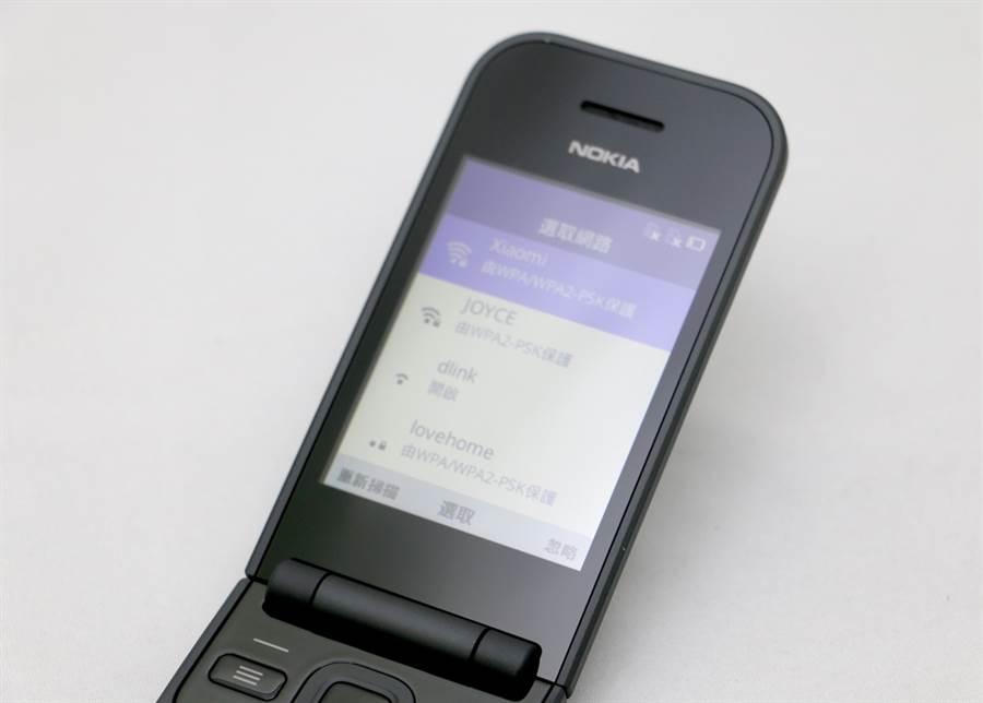 Nokia 2720內部搭配2.8吋螢幕,不支援觸控。(黃慧雯攝)