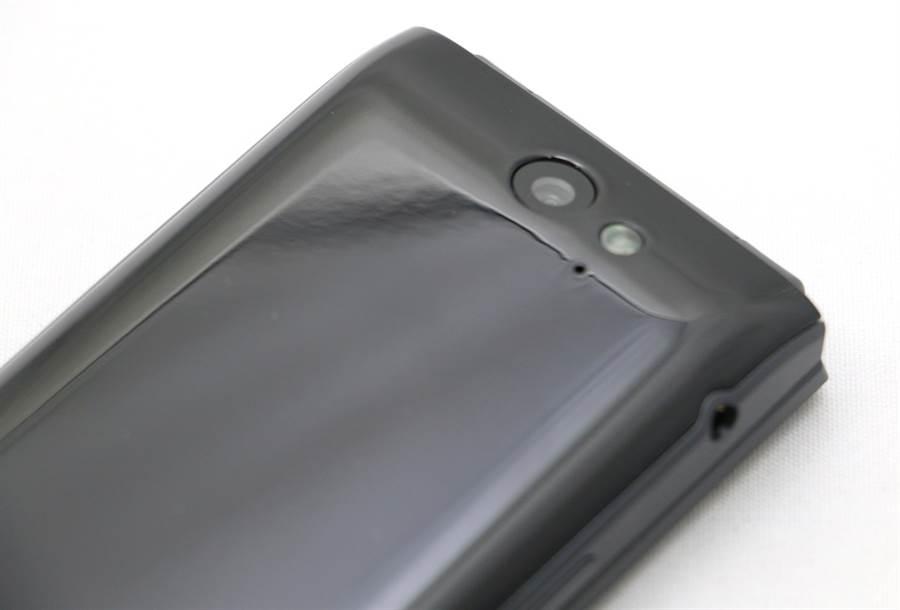 Nokia 2720具備200萬畫素相機。(黃慧雯攝)