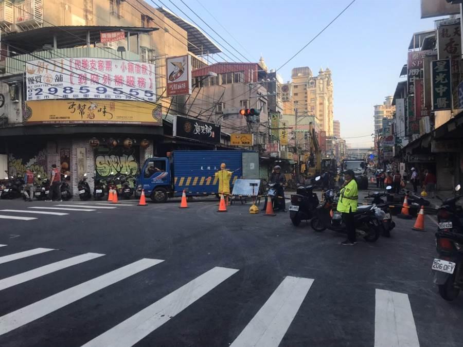 林口警分局自昨日起,派遣警力24人次及義交6人次進行交通疏導管制。(林口警分局提供/吳亮賢新北傳真)