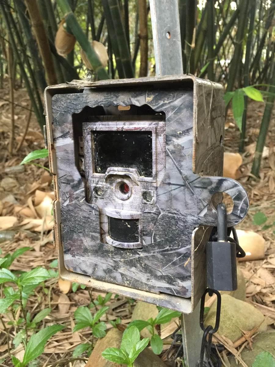 紅外線自動照相機一般用於科學研究監測,近日在苗栗縣連續遭竊,重傷在地保育工作。(苗栗縣政府農業處提供/何冠嫻苗栗傳真)