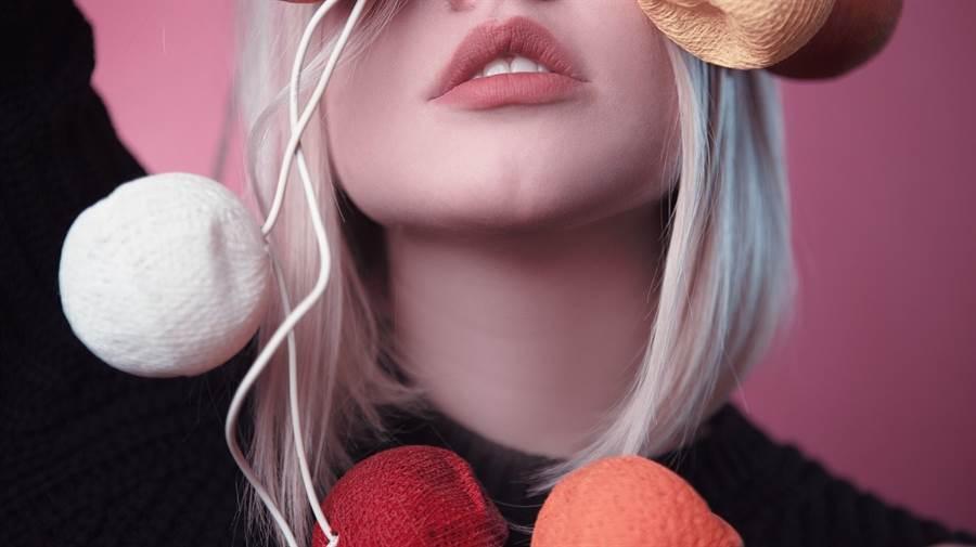 嘴唇龜裂若是一直好不了,且局部變得愈來愈厚,當心可能是癌前病變!(圖/pixabay)