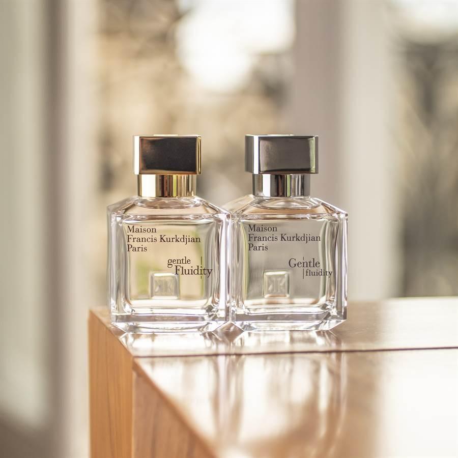 金色瓶蓋「gentle Fluidity」裡,可以深刻感受芫荽子精華完美包容在麝香與香草的氣息中,芫荽子的花香和微微辛香宛如麝香般充盈其中,溫暖的琥珀木質基調伴著香草交織出明亮的輪廓。(圖/品牌提供)