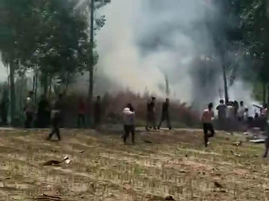 今年5月31日疑似殲-10A戰機在天津墜毀事故現場。(圖/視頻截圖)