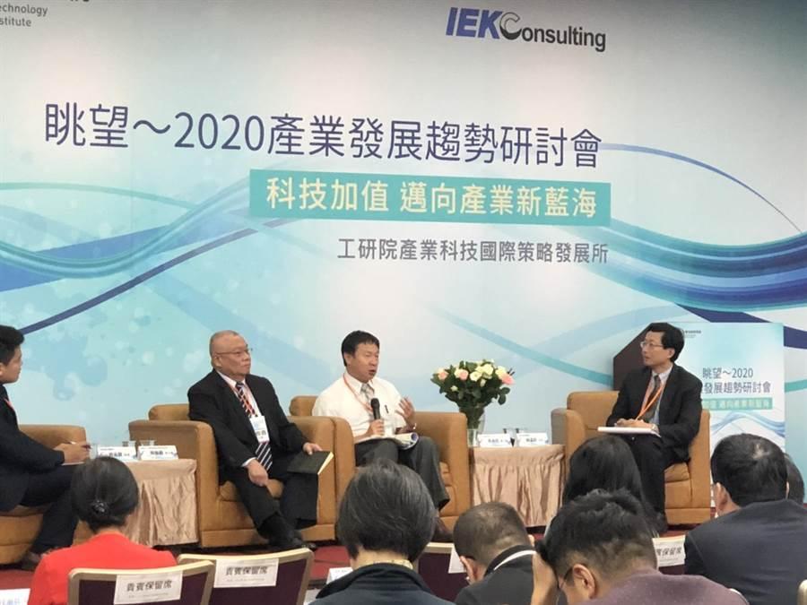 工研院IEKCQM發布2020年台灣製造業景氣預測,樂觀看明年可由負轉正,但中美貿易戰仍是變數。(王玉樹攝)