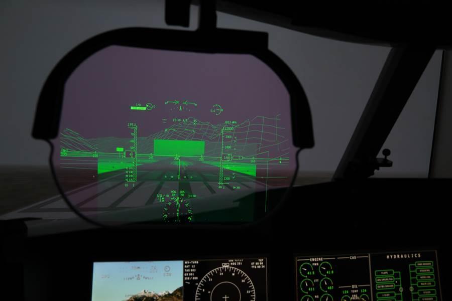紳寶EFVS視覺強化儀,利用毫米波雷達與紅外線光電系統,將即時環境影像投影在抬頭顯示器。(圖/SAAB)