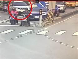 昏迷老婦送醫路卡車陣 三峽警火速鳴笛開道救援