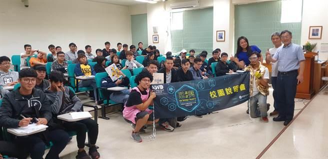 中臺科大資訊管理系師生支持參與瓩設計獎校園說明會活動。(戴有良攝)