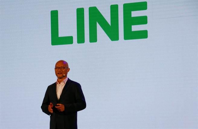 LINE台灣董事總經理陳立人宣布與TaxiGo合作,成立LINE TAXI叫車服務。(黃慧雯攝)