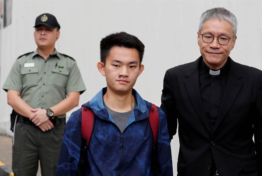 陈同佳今(23)日上午刑满获释。他欲来台投案,引爆台港司法大战。(图/路透社)
