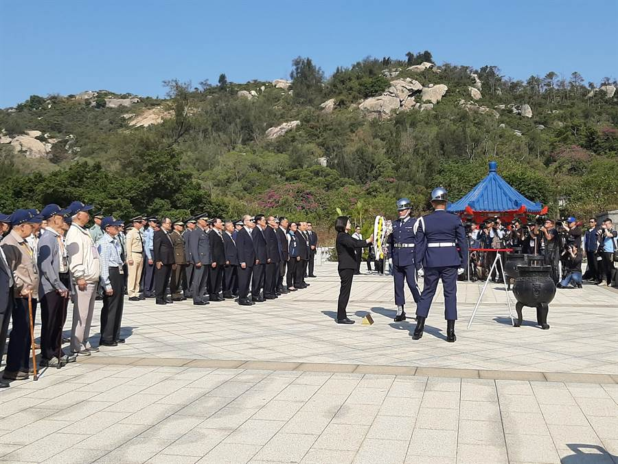 總統蔡英文今天上午出席金門「古寧頭戰役70周年紀念」活動,前後只停留2個多小時,被指為選舉才來。(李金生攝)