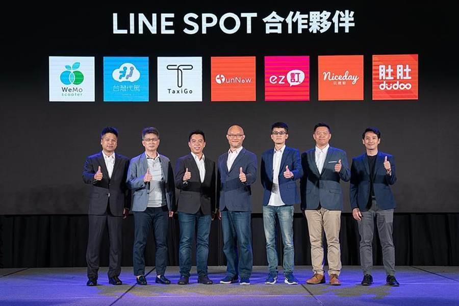 LINE台灣董事總經理陳立人(左4)與 FunNow 共同創辦人暨執行長陳庭寬(右3)宣布雙方攜手結盟。(圖/FunNow)