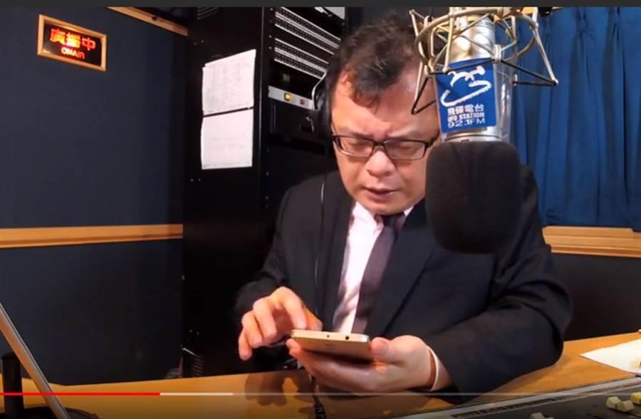 陳揮文談綠媒黑韓,忍不住在節目中搖頭嘆息。(取自飛碟聯播網YouTube)