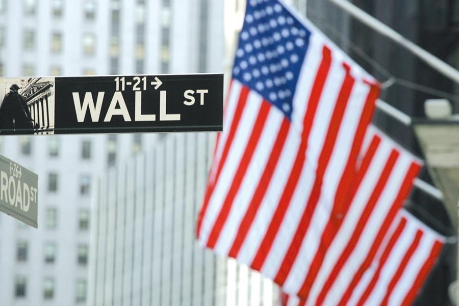 標普500企業今年用於併購活動與回購股票的現金卻分別大跌20%與15%。圖/美聯社