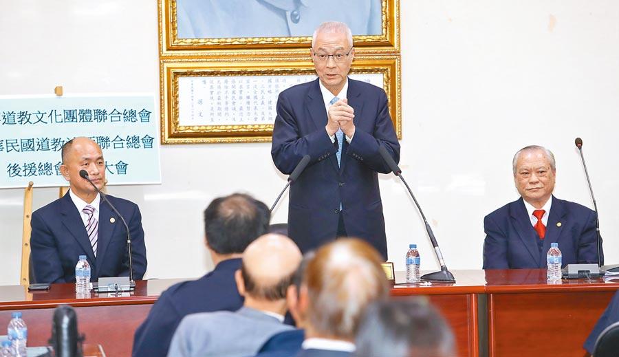 國民黨主席吳敦義(中)22日出席活動,呼籲大家支持國民黨及黨提名總統和立委候選人。(本報系記者劉宗龍攝)
