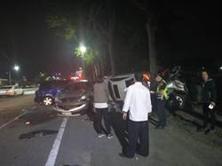 撿手機釀禍 連撞5自小客車及1機車