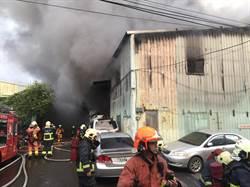 新莊鐵皮工廠大火 幸無人受困傷亡