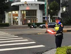 北市警局添購「肩燈」  照亮波麗士民眾更安心