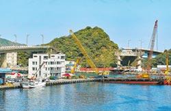 南方澳跨港大橋拆除 新臨時航道開通