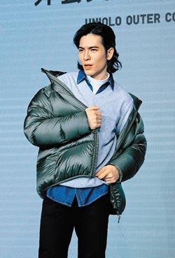 蕭敬騰羽絨衣穿出時尚味