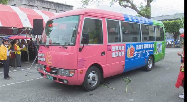 鳳林幸福巴士24日再添生力軍,可載送15人次的無障礙中型巴士正式啟用服務。(翻攝畫面/王昱凱花蓮傳真)