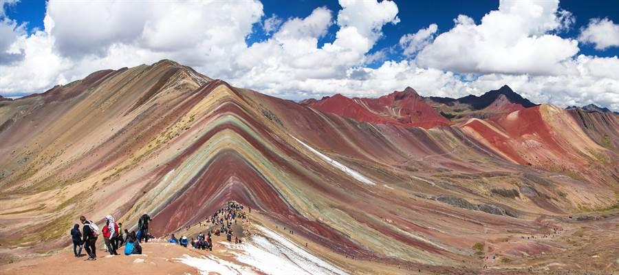一生必去的祕魯彩色山,擁有超夢幻的景色。(圖/摘自shutterstock)