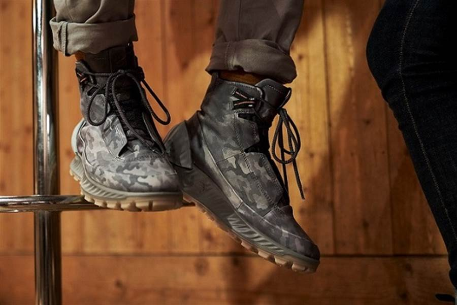 EXOSTRIKE秋冬迷彩限量款的最大特色在於使用熱感變色皮革,當環境或接觸溫度超過35度C時,皮革會變化呈現迷彩圖樣,降溫後會再恢復原貌 ! _EXOSTRIKE_男鞋_熱感迷彩變色限量款_NT$10,980(圖/品牌提供)