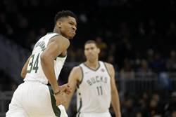 NBA》字母哥大三元 公鹿逆襲射火箭