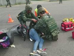 特戰指揮部協處交通事故 展現國軍愛民精神