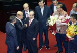 王金平告別立法院演說 各黨立委送花致意