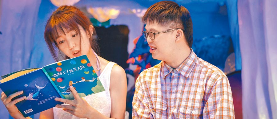 郭書瑤(左)在片中與唐寶寶蔡佳宏(Leo)合作印象深刻。(華映娛樂提供)
